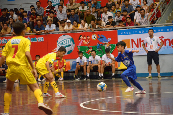 Hồng Duy đến xem Giải bóng đá nhi đồng toàn quốc 2019 - Ảnh 1.
