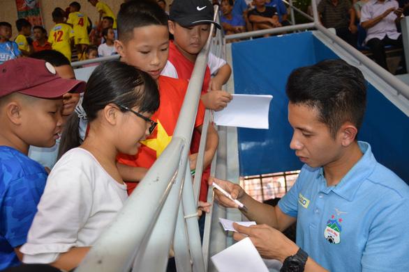 Hồng Duy đến xem Giải bóng đá nhi đồng toàn quốc 2019 - Ảnh 2.