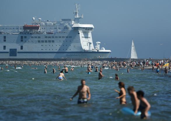 Châu Âu lại đổ lửa, có nơi nắng nóng trên 41 độ C - Ảnh 1.