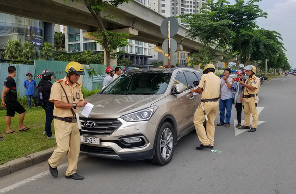 Đã làm việc với hai tài xế bỏ ôtô vi phạm trên xa lộ Hà Nội - Ảnh 1.