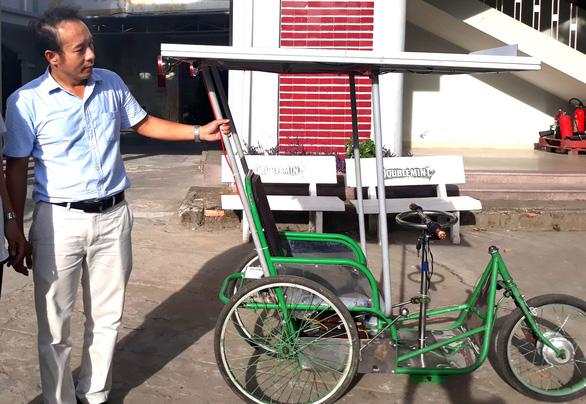 Xe lắc chạy bằng năng lượng mặt trời cho người khuyết tật - Ảnh 2.