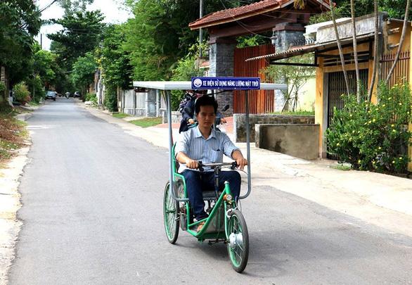 Xe lắc chạy bằng năng lượng mặt trời cho người khuyết tật - Ảnh 3.