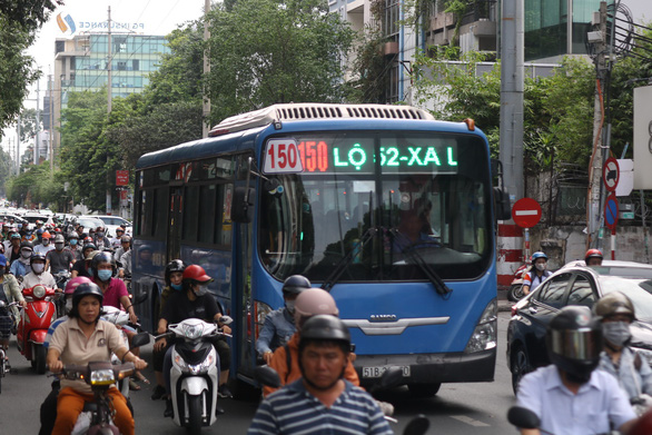TP.HCM sắp triển khai hai tuyến có làn đường riêng cho xe buýt - Ảnh 2.
