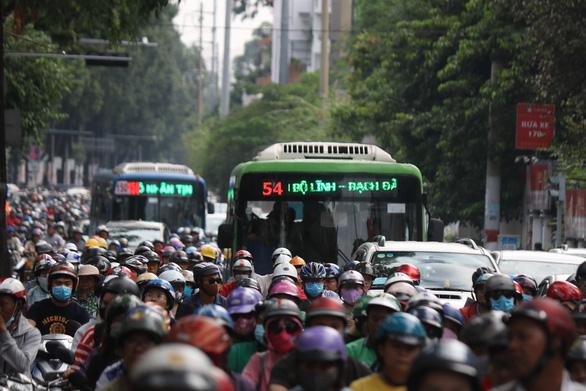 TP.HCM sắp triển khai hai tuyến có làn đường riêng cho xe buýt - Ảnh 1.