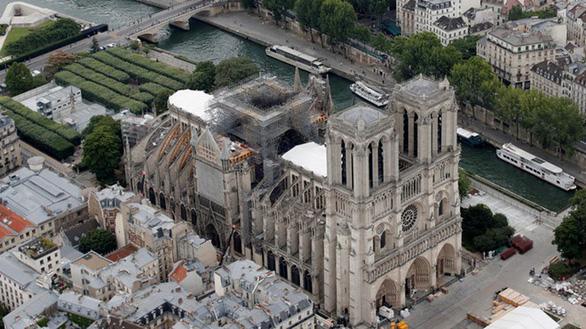 Nhà thờ Đức Bà Paris dễ sập trần do nắng quá nóng - Ảnh 1.