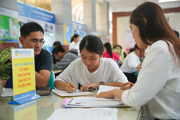 Nhiều thí sinh tăng nguyện vọng đại học bằng xét tuyển học bạ - Ảnh 1.