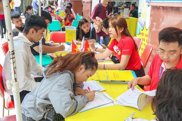 Nhiều thí sinh tăng nguyện vọng đại học bằng xét tuyển học bạ - Ảnh 2.
