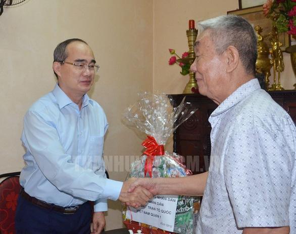 Bí thư Nguyễn Thiện Nhân đi thăm Mẹ Việt Nam Anh hùng, thương binh - Ảnh 2.