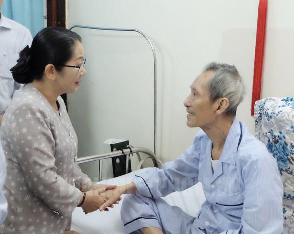 Bí thư Nguyễn Thiện Nhân đi thăm Mẹ Việt Nam Anh hùng, thương binh - Ảnh 4.