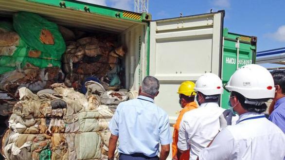 Đến lượt Sri Lanka yêu cầu Anh lấy lại 100 container rác thải - Ảnh 1.