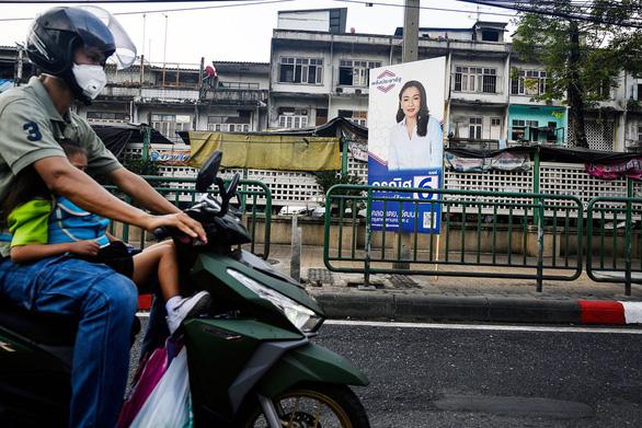 Chạy xe máy trên vỉa hè ở Bangkok sẽ bị phạt 1,4 triệu đồng - Ảnh 1.