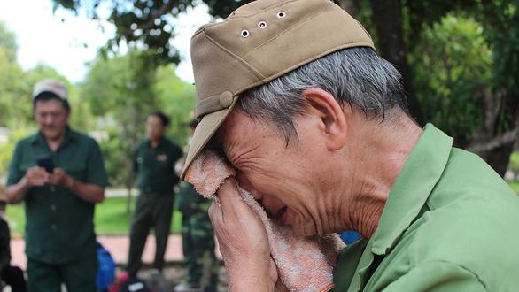 Trở về đất mẹ - Kỳ 2:  Nước mắt người lính già - Ảnh 2.