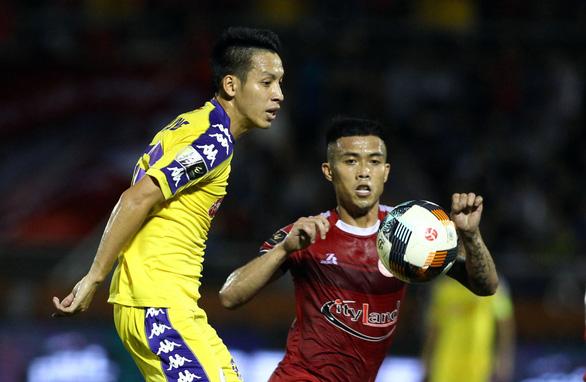 CLB TP.HCM tiếp tục dẫn đầu V-League nhờ bàn gỡ hòa ở phút 90+7 - Ảnh 3.
