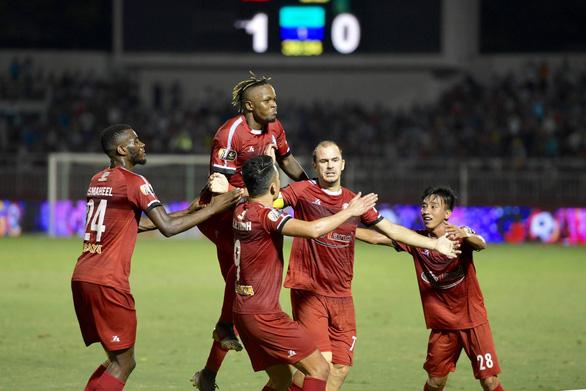 CLB TP.HCM tiếp tục dẫn đầu V-League nhờ bàn gỡ hòa ở phút 90+7 - Ảnh 2.