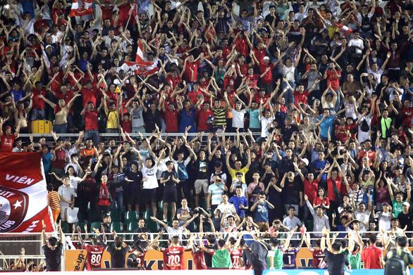 CLB TP.HCM tiếp tục dẫn đầu V-League nhờ bàn gỡ hòa ở phút 90+7 - Ảnh 5.
