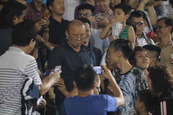 HLV Chung Hae Soung: V-League có 15.000 - 20.000 khán giả không khó - Ảnh 3.