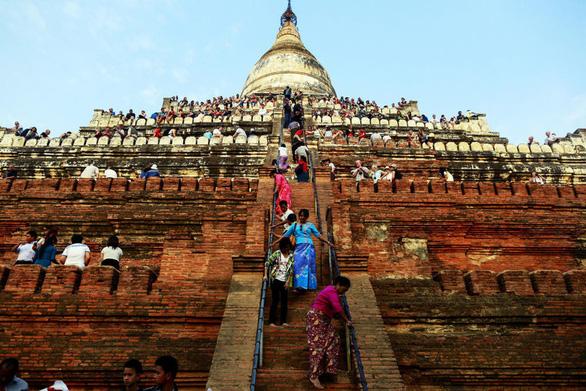 Myanmar cấm du khách leo lên các ngôi chùa ở Bagan - Ảnh 1.