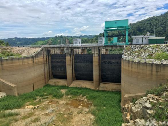 Nhiều thủy điện cạn nước, điện thiếu hụt hơn 3,38 tỉ kWh - Ảnh 1.