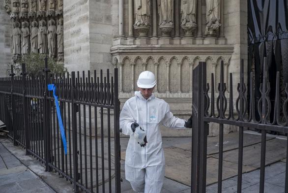 Đóng cửa hai trường học do lo nồng độ chì từ Nhà thờ Đức Bà Paris - Ảnh 1.