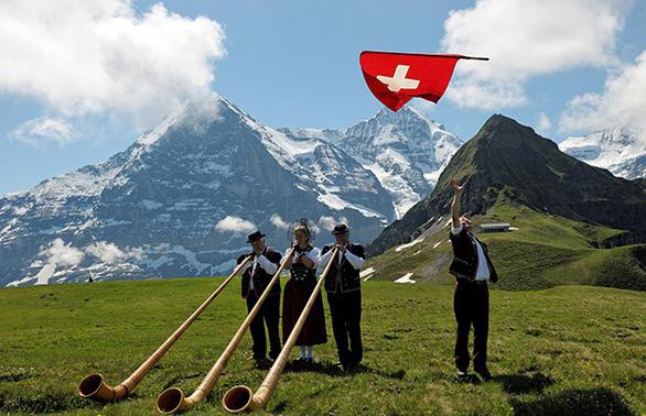 Tham quan Thụy Sĩ, Ý, Vatican, Pháp, Tây Ban Nha 12 ngày - Ảnh 1.