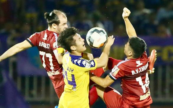 Vòng 18 V-League 2019: Cái giá của những sai lầm - Ảnh 1.