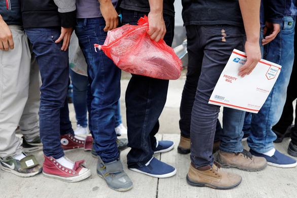 Người di cư qua Guatemala phải xin tị nạn tại nước này trước khi xin vào Mỹ - Ảnh 1.