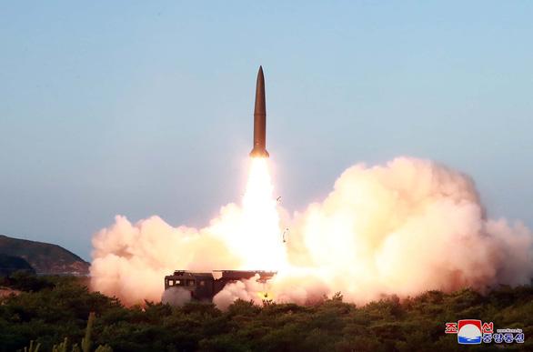 Ông Trump: Triều Tiên phóng tên lửa tầm ngắn và nhiều người cũng có loại này - Ảnh 1.