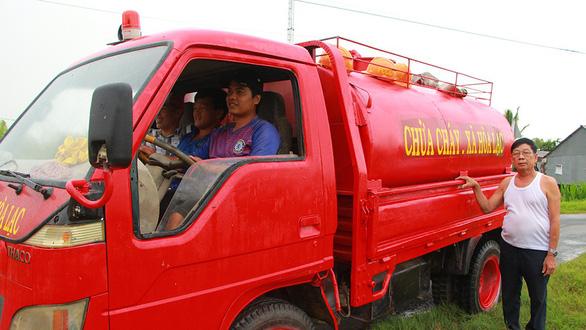 1 xe tải, 1 thùng phi, 1 máy dầu... vậy là các kỹ sư làng có siêu xe chữa cháy  - Ảnh 3.