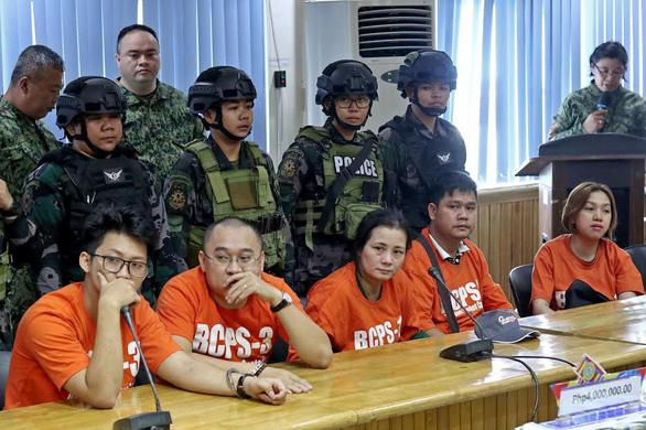 Philippines bắt 5 người Việt nghi vận chuyển lậu trầm hương - Ảnh 1.