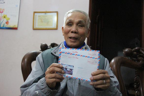 Người đàn ông thầm lặng gửi 18.000 lá thư báo mộ liệt sĩ - Ảnh 1.