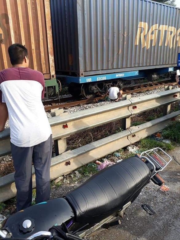 Đi lượm ve chai, mẹ ca sĩ Châu Việt Cường bị tàu hỏa tông chết - Ảnh 1.