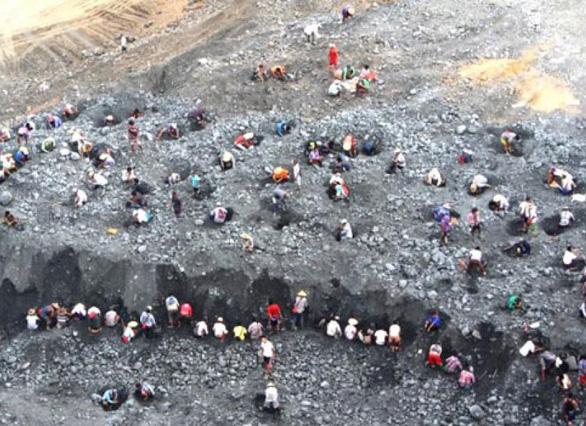 Myanmar: Mỏ đá quý đổ ụp, 14 người chết, 4 người mất tích - Ảnh 1.