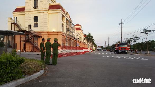 Công an tiếp tục bao vây sào huyệt đánh bạc quốc tế tại Hải Phòng - Ảnh 1.