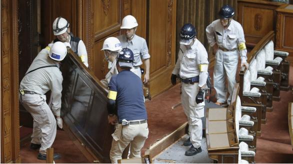 Thượng viện Nhật sửa hạ tầng cho nghị sĩ dùng xe lăn - Ảnh 1.