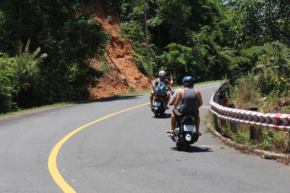 Cảnh báo tai nạn chết người khi đi xe máy lên đỉnh Sơn Trà - Ảnh 2.