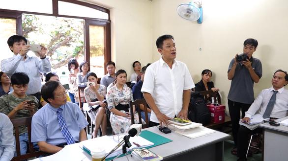 Ông Lê Linh nhập viện, phiên tòa Thần đồng đất Việt tạm hoãn - Ảnh 1.