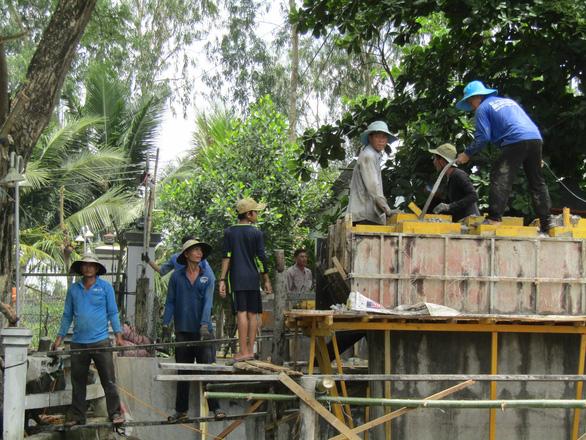 Đội lái xe đặc biệt ở quê nghèo, góp tiền xây cầu, dựng nhà - Ảnh 1.