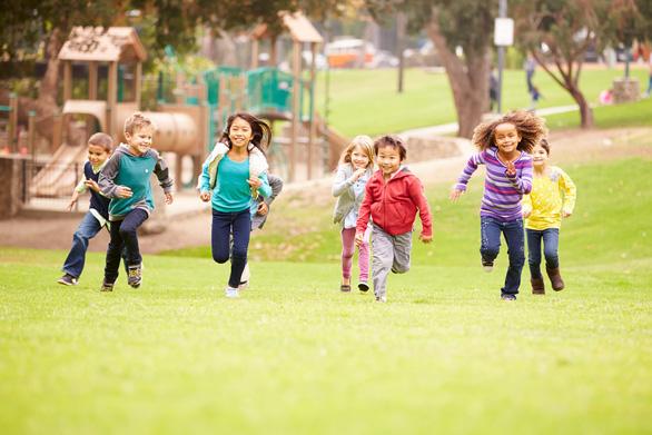 Trẻ vận động sao cho tăng cường cơ bắp, xương chắc khoẻ? - Ảnh 1.