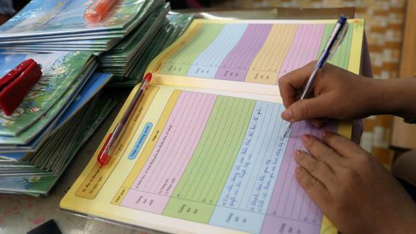 Bộ Giáo dục - đào tạo sẽ bỏ học bạ, sổ điểm giấy - Ảnh 1.