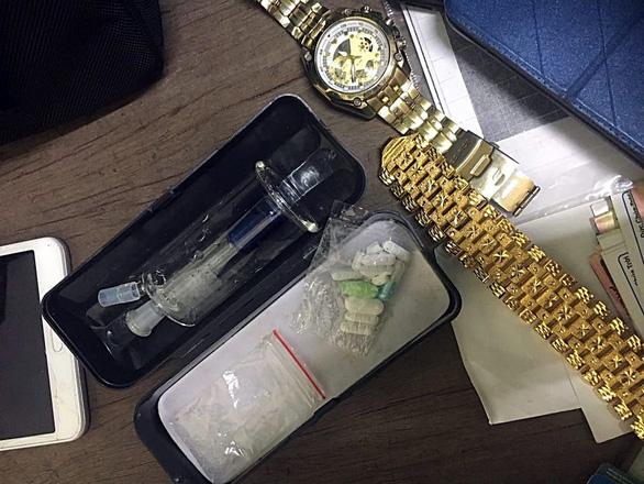 Cảnh sát giao thông kịp thời khống chế tài xế tàng trữ chất ma túy - Ảnh 1.
