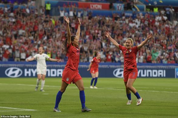 Đá bại Anh, tuyển nữ Mỹ vào chung kết World Cup - Ảnh 1.