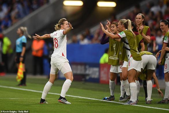 Đá bại Anh, tuyển nữ Mỹ vào chung kết World Cup - Ảnh 3.