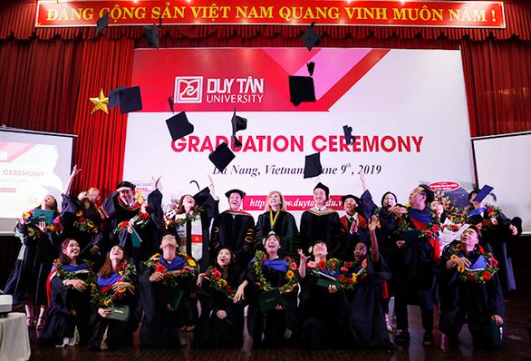 Sinh viên Duy Tân nhận bằng tốt nghiệp của ĐH Keuka, Mỹ - Ảnh 5.