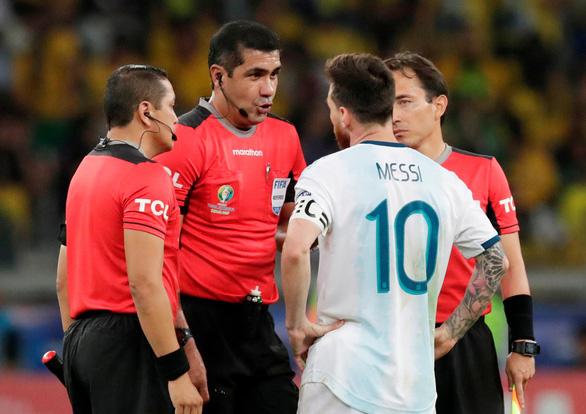 Messi và các cầu thủ Argentina chỉ trích trọng tài thiên vị tuyển Brazil - Ảnh 1.