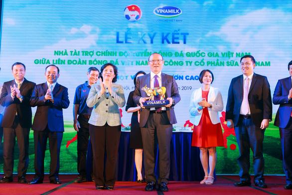 Vinamilk tài trợ chính thức cho các đội tuyển bóng đá quốc gia Việt Nam - Ảnh 3.