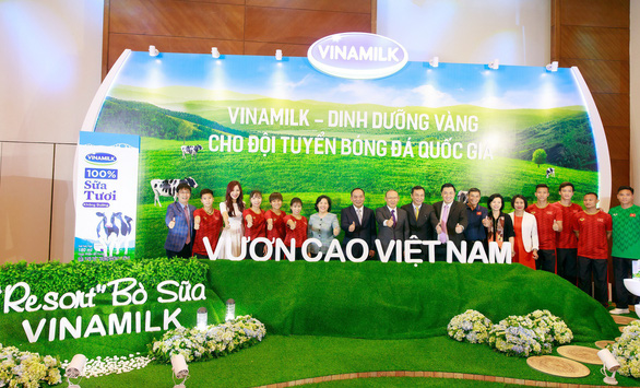 Vinamilk tài trợ chính thức cho các đội tuyển bóng đá quốc gia Việt Nam - Ảnh 2.