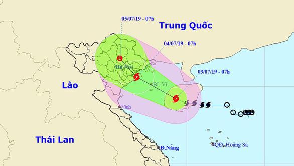 Bão cách đất liền 340km, Hà Tĩnh, Quảng Bình mưa rất lớn - Ảnh 1.
