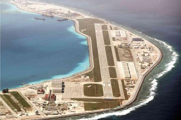 Philippines điều tra việc Trung Quốc phóng tên lửa trên Biển Đông - Ảnh 2.