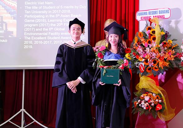 Sinh viên Duy Tân nhận bằng tốt nghiệp của ĐH Keuka, Mỹ - Ảnh 4.