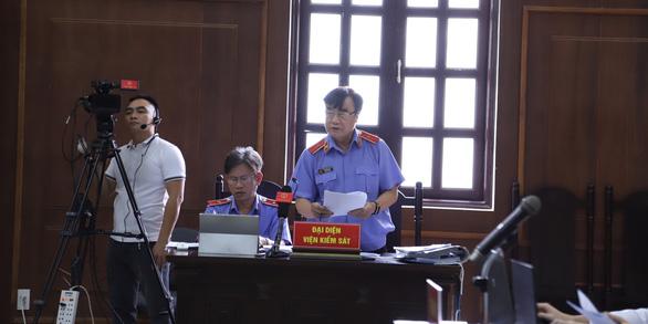 Đà Nẵng xét xử phúc thẩm 'kỳ án' buôn lậu gỗ trắc - Ảnh 3.